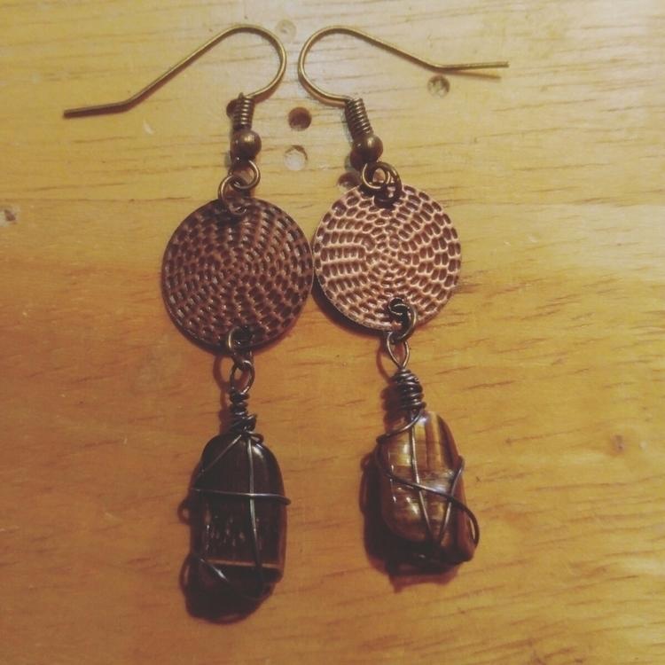 pair eye hammered copper earrin - wildlingtramp | ello