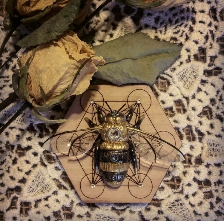 Sacred Honey Bee . bees decline - sirens_song_magick | ello