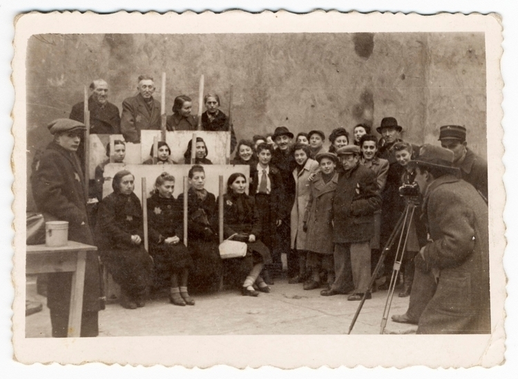 Memory Unearthed: Lodz Ghetto P - bintphotobooks   ello