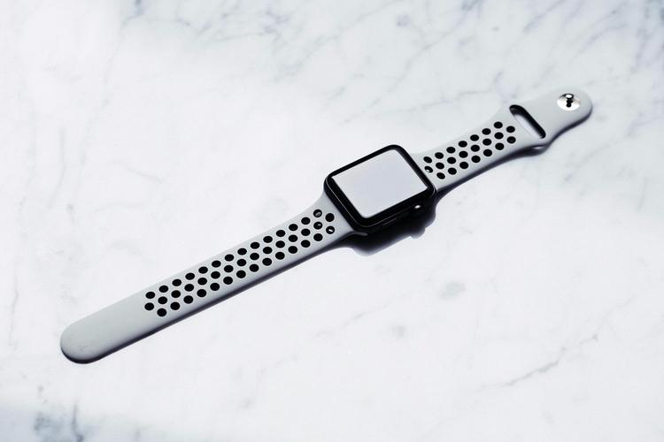 Voici le bracelet Apple Watch q - lordzmagazine | ello