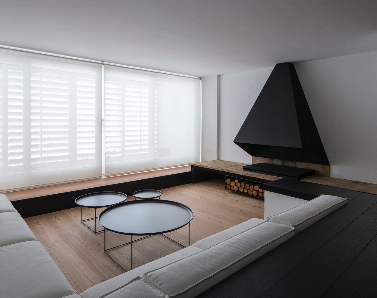 minimalist unassuming Spanish G - barenbrug | ello