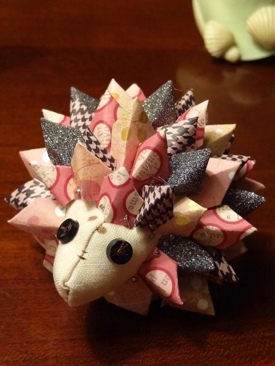 Paper Porcupine - papercraft, strobili - lynoraconti | ello