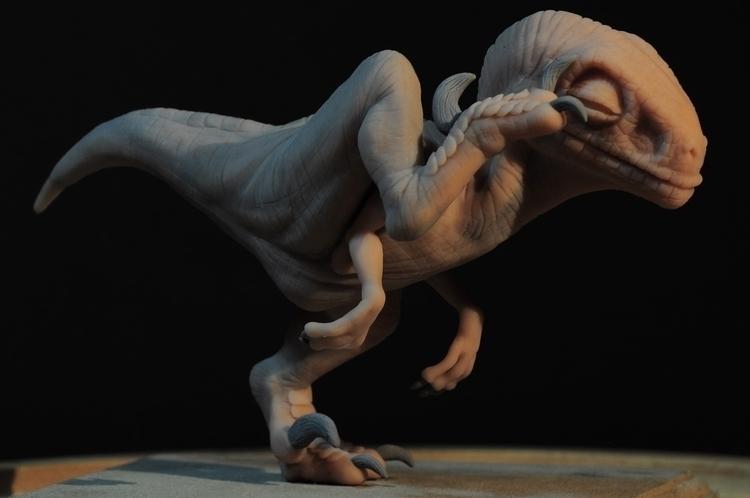 Scratching Baby Raptor Jurassic - heliot-4253   ello