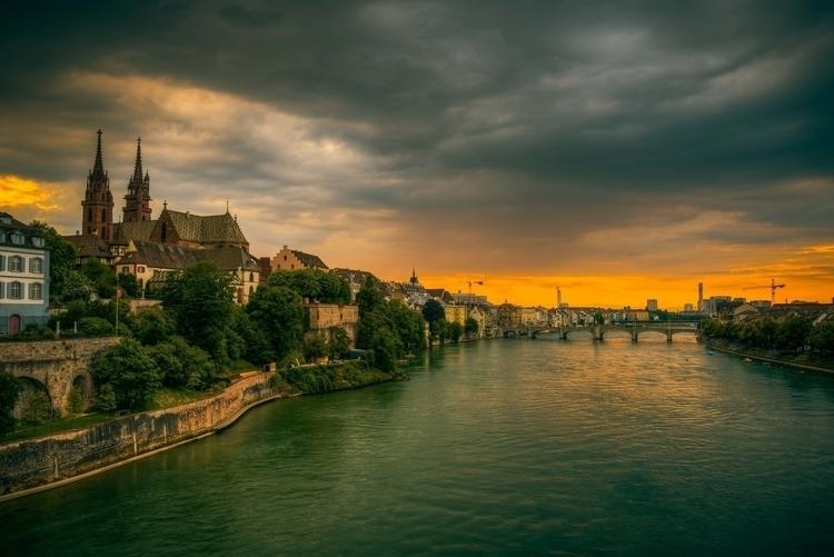 Basel einem regnerischen Abend - lichtundschatten | ello