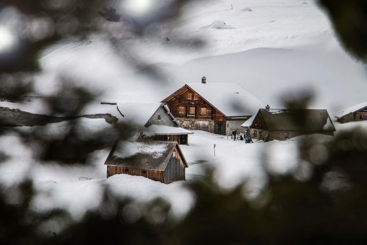 beautiful village Swiss Alps:su - jeyhag   ello