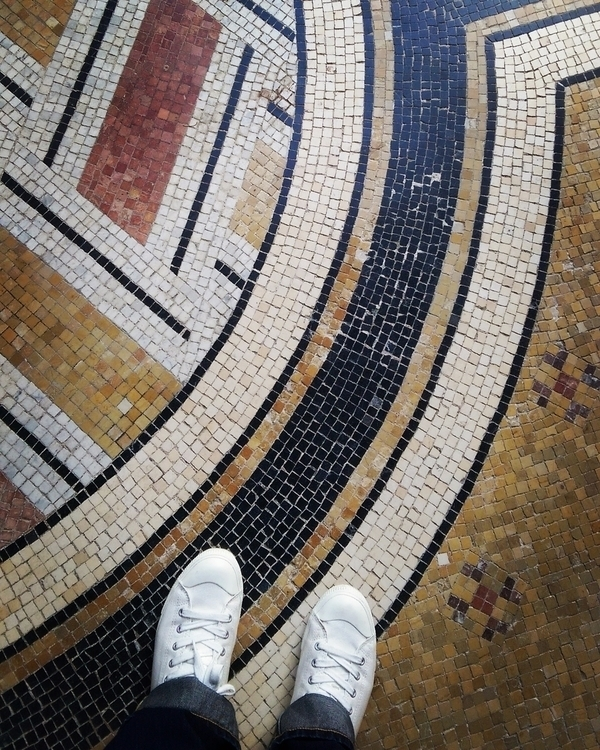 WHITE SNEAKERS TIMELESS TILES  - jardinsflorian | ello