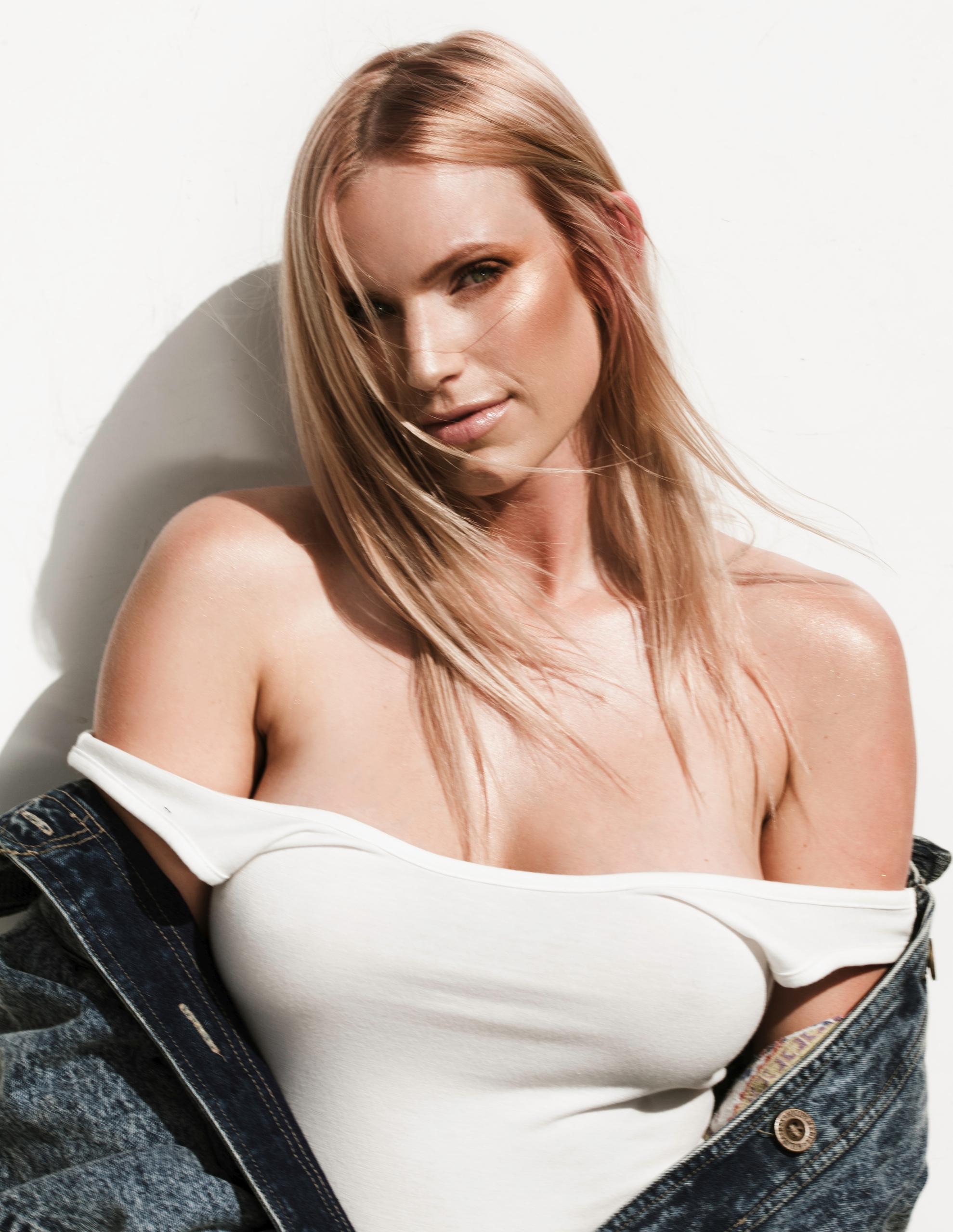 Model: Carli RIan MUA: Kata Bar - mdanielsphotography   ello