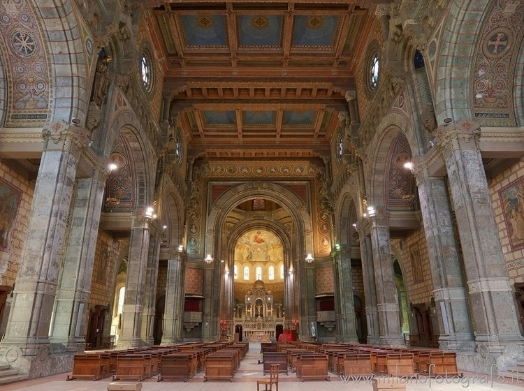 ( ): Interior Basilica Corpus D - milanofotografo | ello