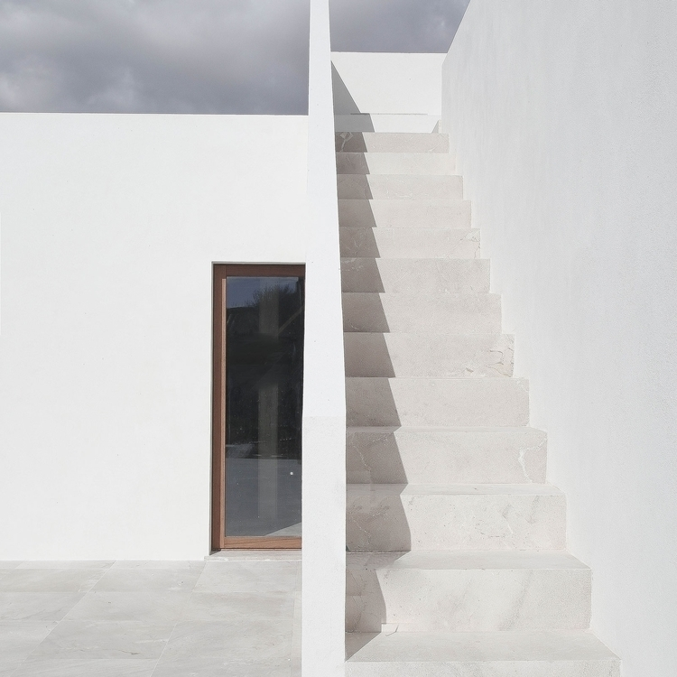 Outdoor stairway. Eco-House Sa  - upinteriors | ello