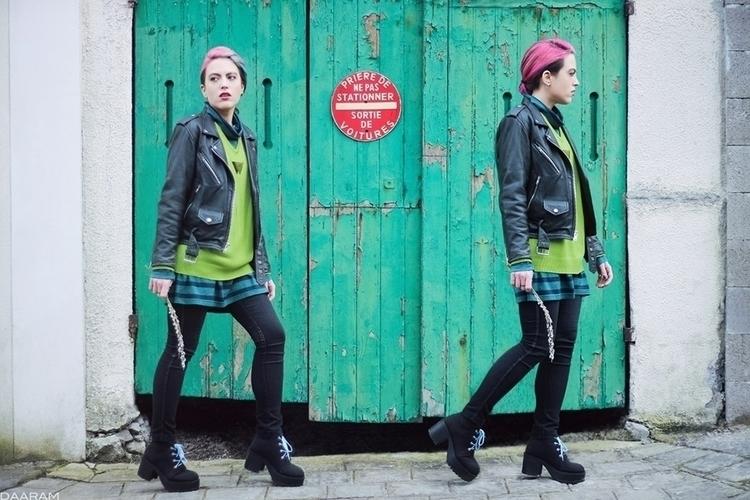 Twins green door: photo session - daaram   ello