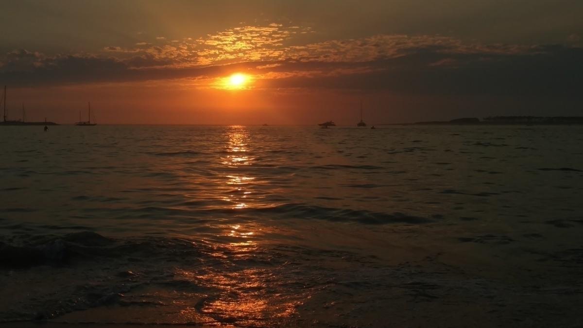 day paradise - sunset, sunsetvibes - arielburak | ello