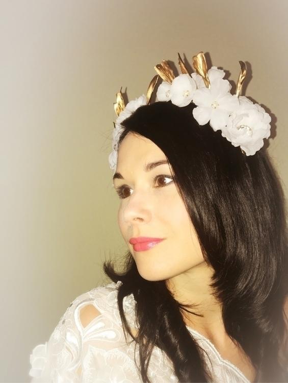 Stunning bridal headpiece town - mivida | ello