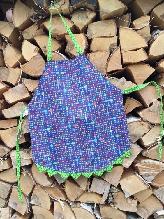 cute practical reversible apron - firesidequiltstudio | ello
