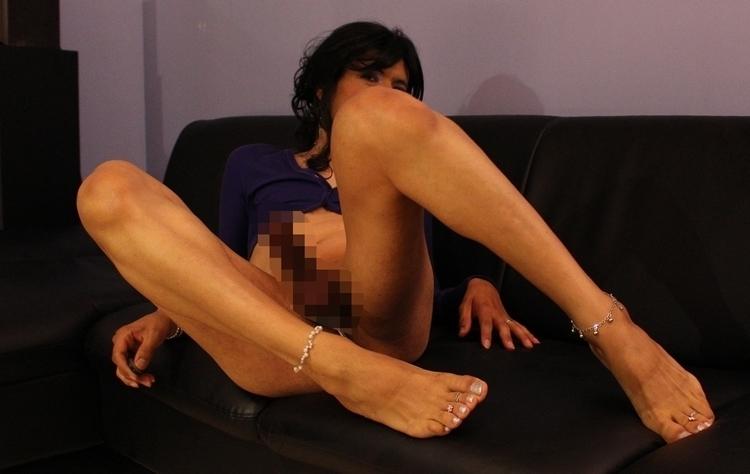 frolicking sofa - feet, crossdresser - jennyfein | ello