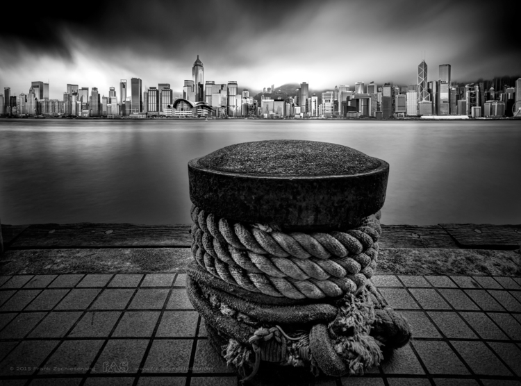 Kowloon Pier | Hong Kong - photography - frank-zschieschang | ello