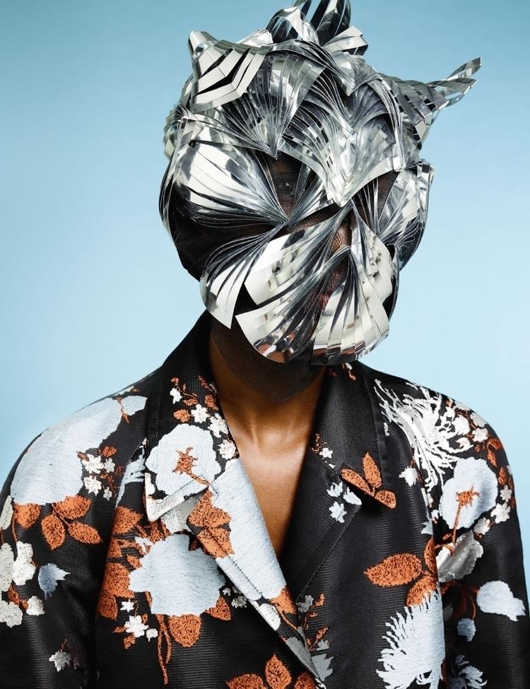 time fashion assistant Tush Mag - simonriepe | ello