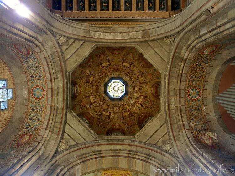 Milan (Italy): Ceiling presbyte - milanofotografo | ello