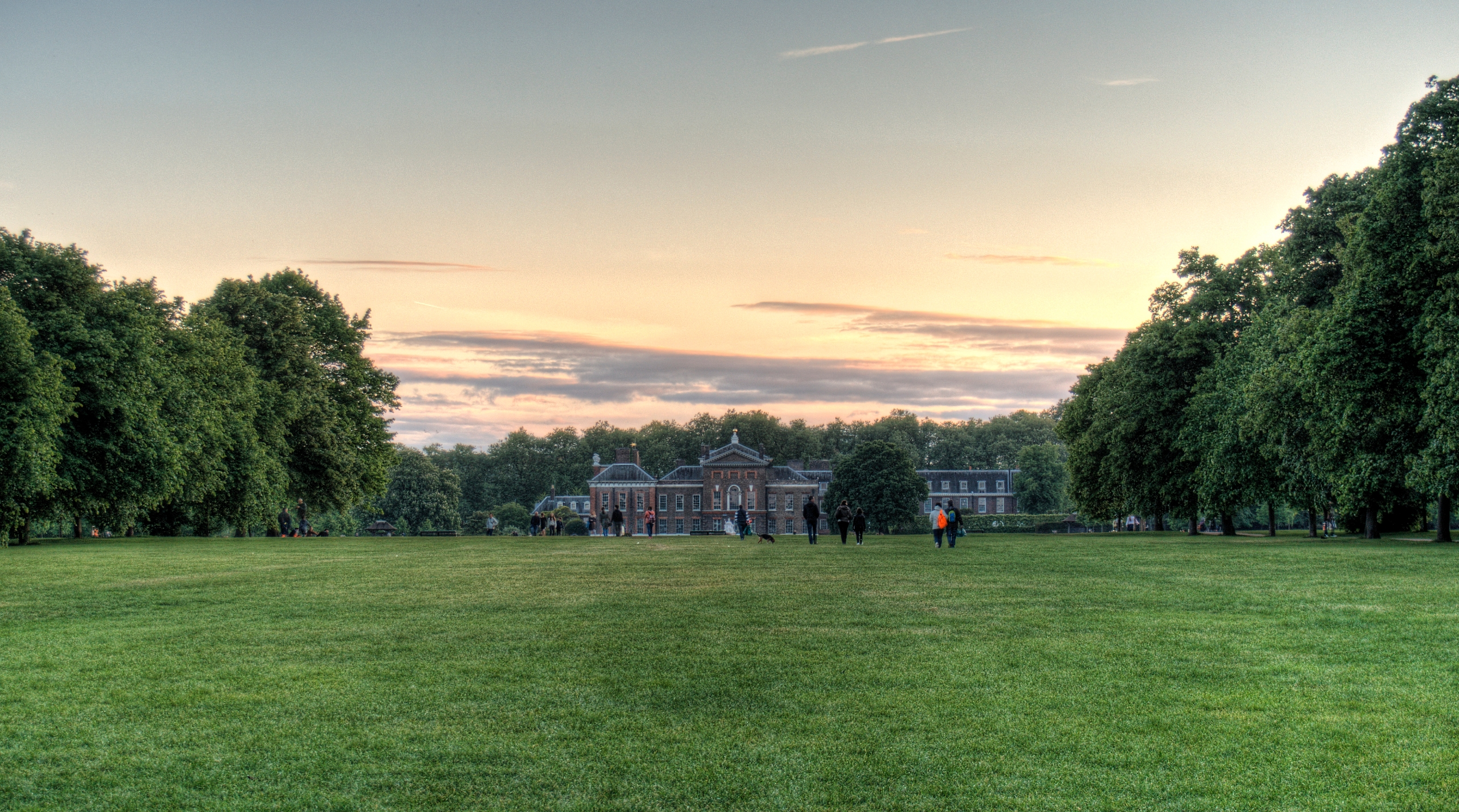 Kensington Palace - London phot - neilhoward | ello
