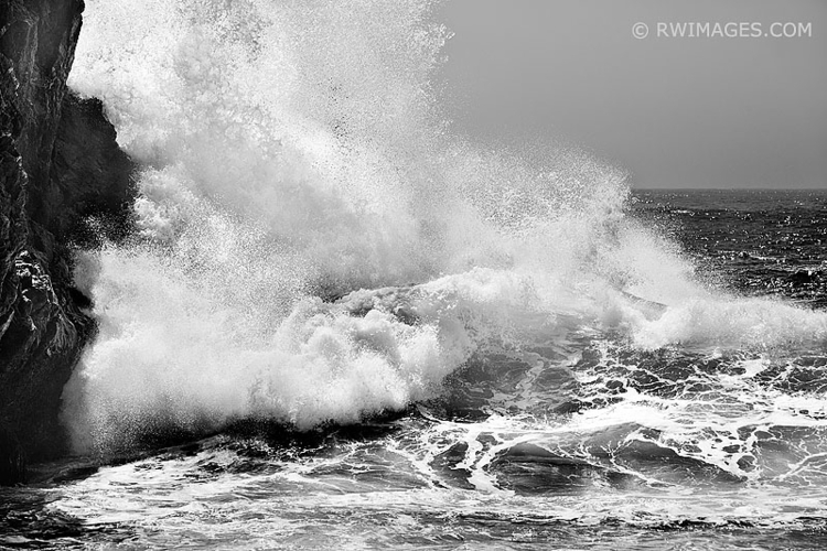 WAVES POUNDING ROCKY SHORE PART - rwi | ello