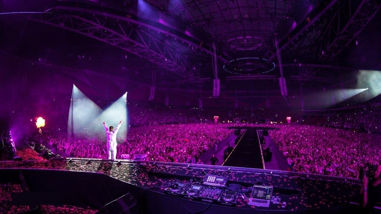 PERFORMS 80,000 FANS SOLD ARENA - tdjlist | ello