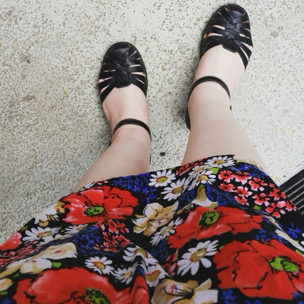 wearing simple gathered skirt t - codenamesarah | ello