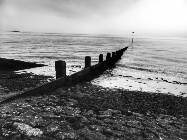 Breakwater (Westcliff - bw, seaside - paulbines   ello
