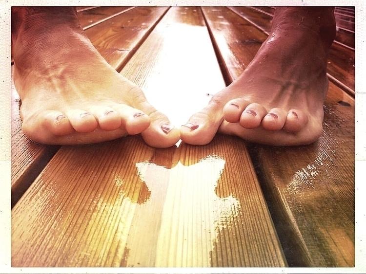 Summer, walk barefooted jump Se - yogiwod | ello