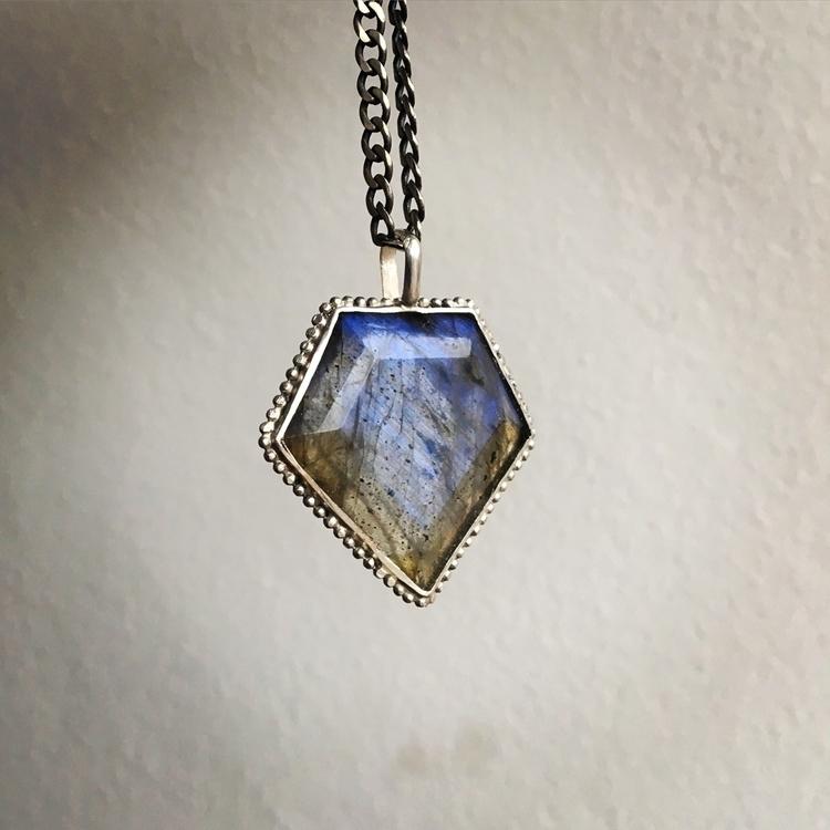 Labradorite pendant - pangaiajewels | ello