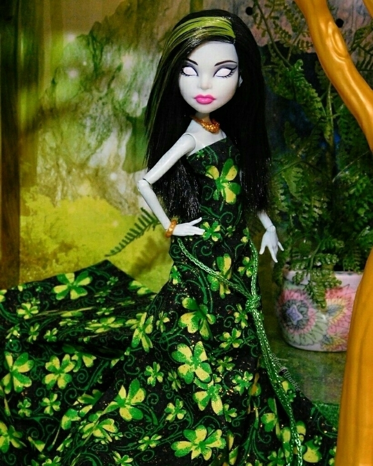 photographing custom dress crea - thedolljunkie | ello