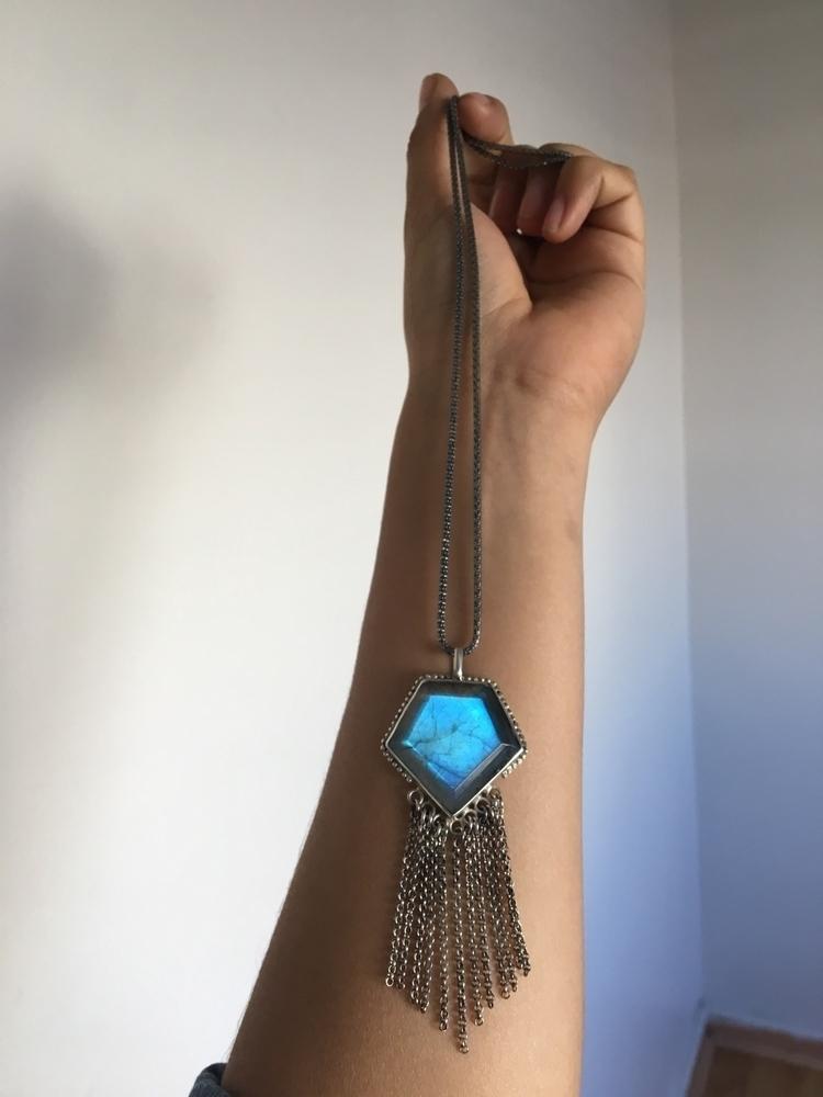 Diamond shape Labradorite - pangaiajewels   ello