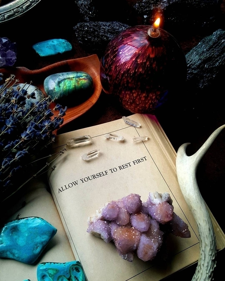 Goodnight lovelies  - crystals - primalmontana | ello