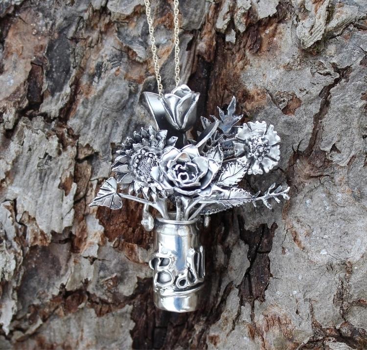Ball jar vase pendant carved lo - tamaralyn | ello