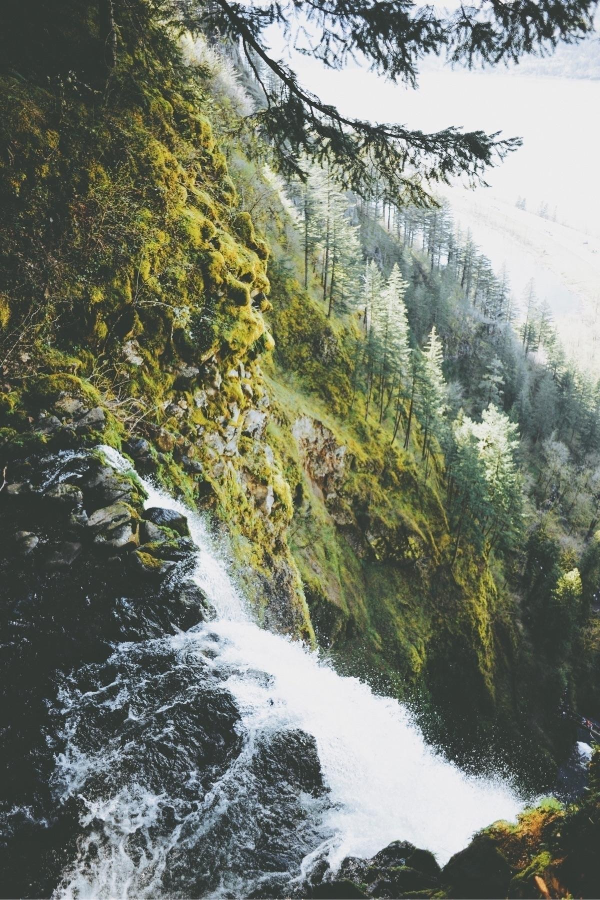 long Multnomah Waterfall, / fol - davidarias | ello