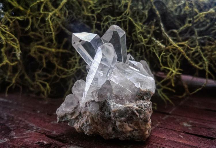 beautiful Quartz cluster sittin - ancientmountaintreasures | ello