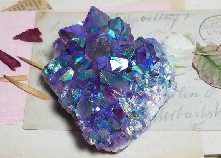 amazing Aura Amethyst shop - crystals - agnesinwonderland | ello