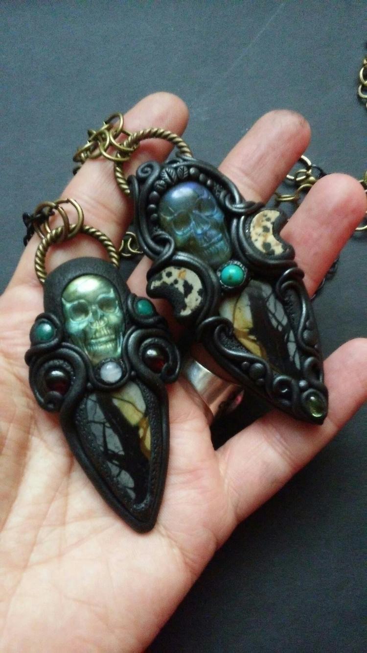 skull pendants! Labradorite Pic - themoonbeams | ello