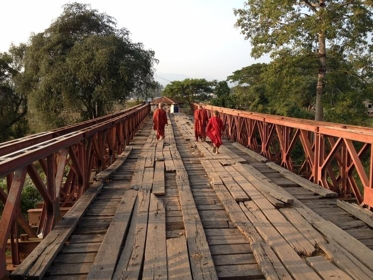 Myanmar. monks - tmayko | ello