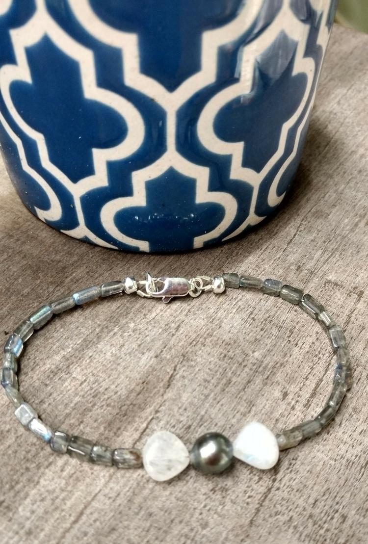 Tahitian Black Pearl Bow Bracel - flatterydesigns | ello