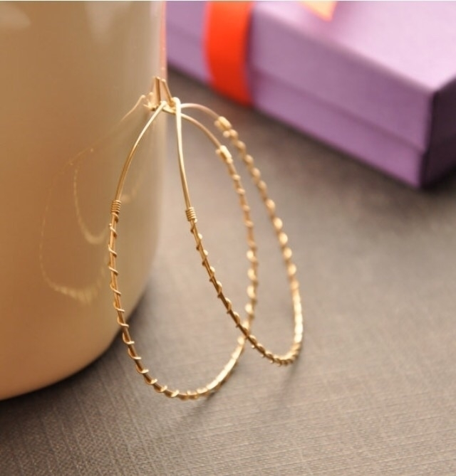 Gold Twisted Hoops, metals. Fin - gueguecreations | ello