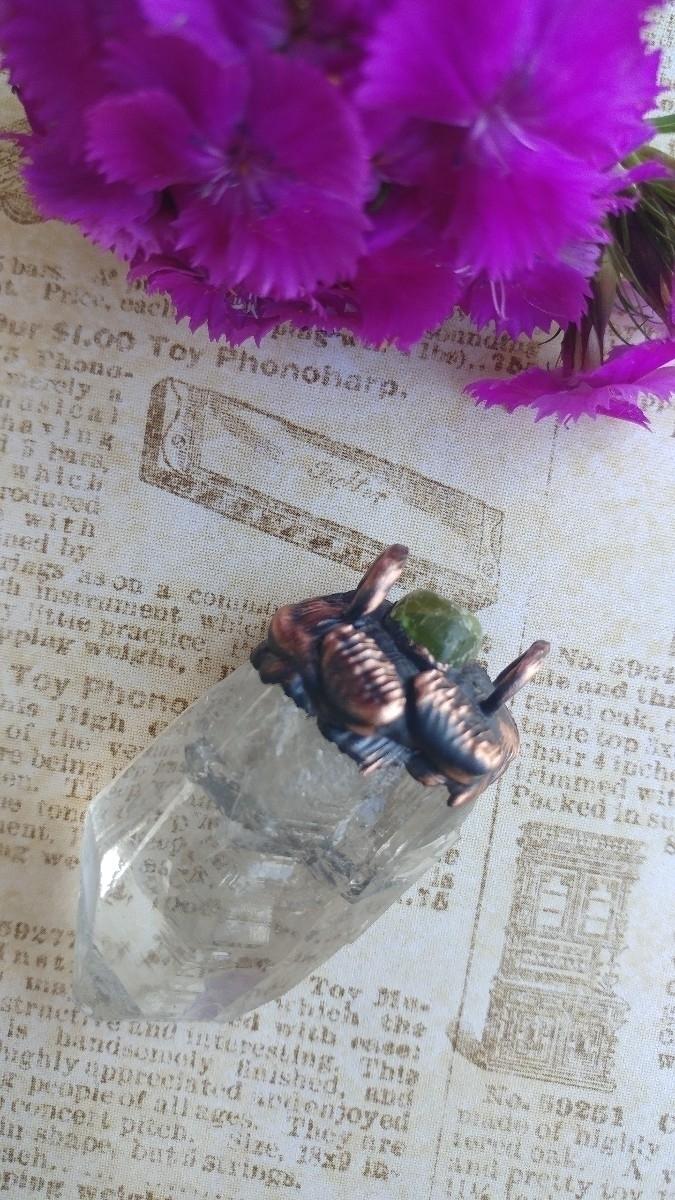 bight green peridot leaf accent - gnomeshiddentreasure   ello