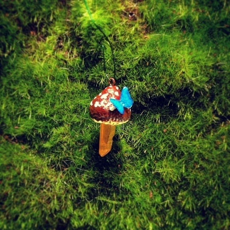 Acorn cap crystal mushroom pend - clovermoon | ello