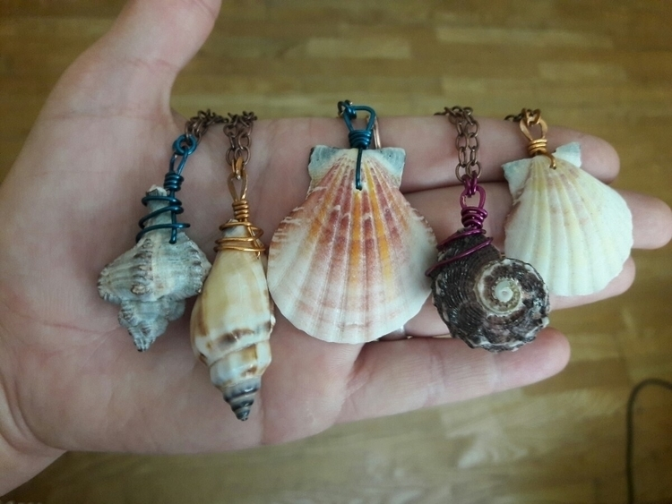 simple wire wrap seashell jewel - bellefaeriejewelry   ello