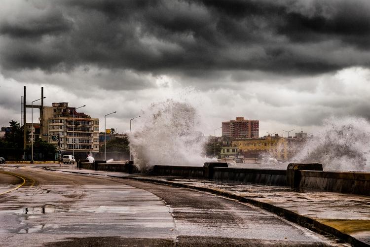 storming Havanna - Habana, Cuba - christofkessemeier | ello