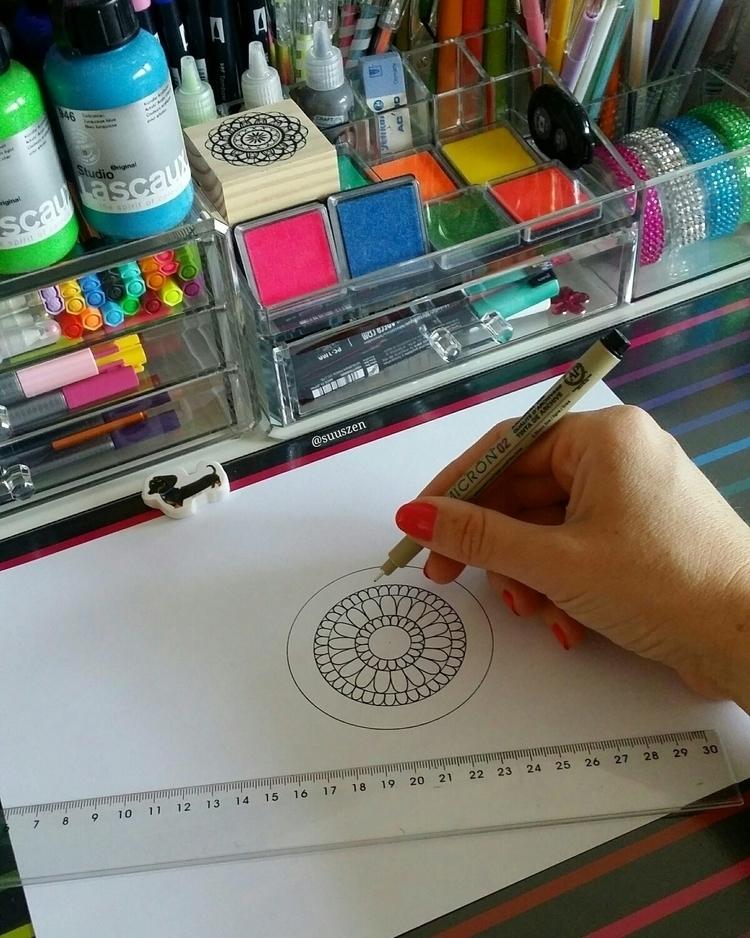 Working coloring book - mandala - suuszen | ello