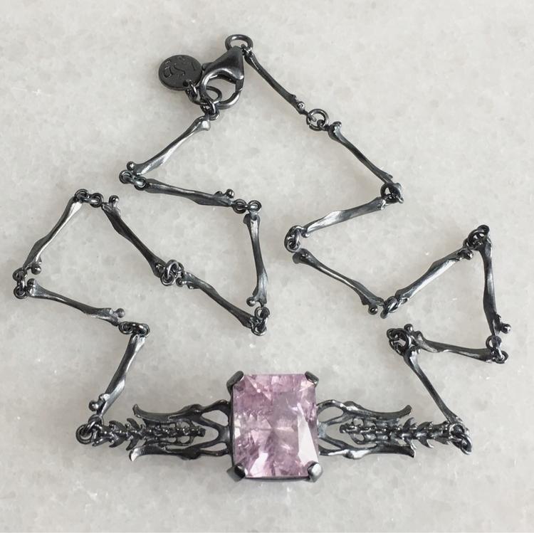 Kunzite kind necklace - lsdjewellery - lsdjewellery | ello