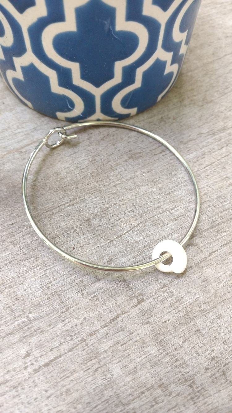 Hawaiian Puka Shell Bangle natu - flatterydesigns | ello