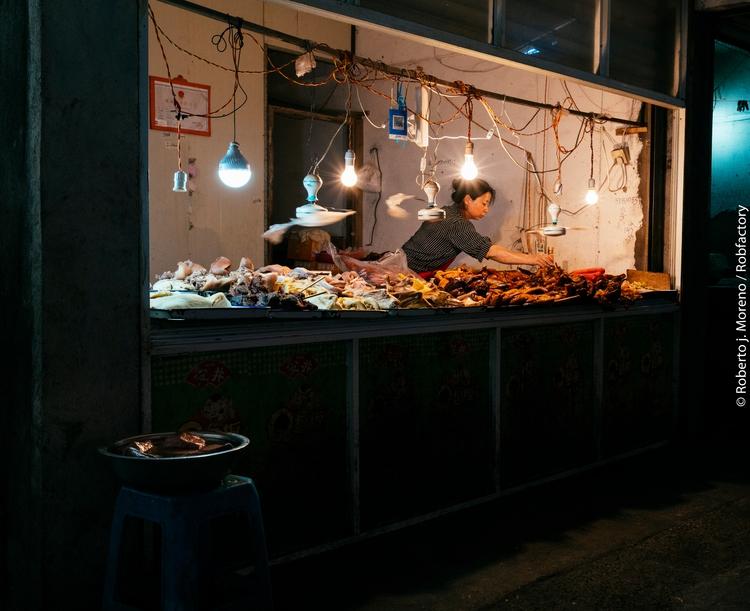couple shots indoor market Ning - robfactory   ello