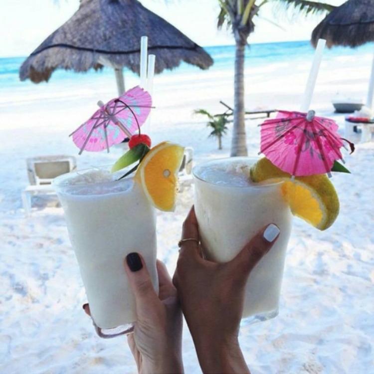Cheers! Happy weekend - lolosbri | ello