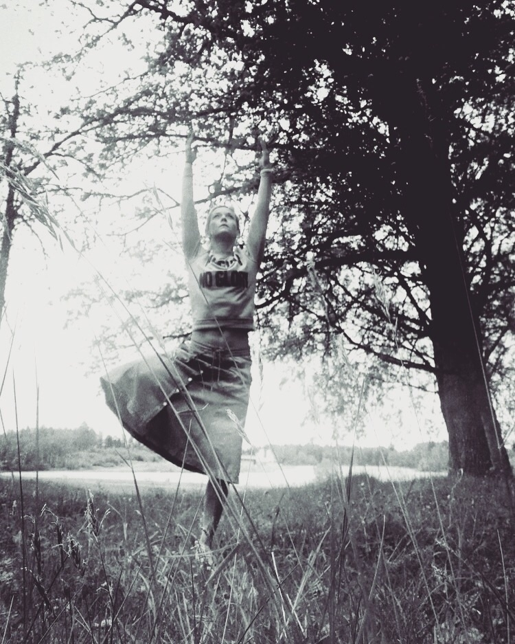 VRIKSHASANA: tree growing groun - yogiwod | ello