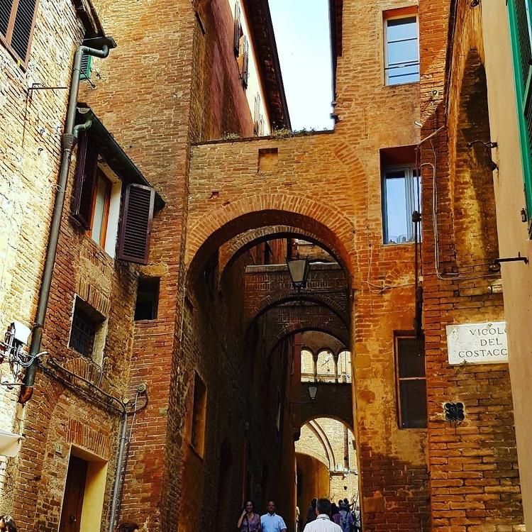 Streets - Siena - umez | ello